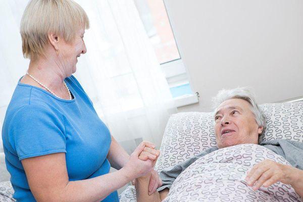 Платный пансионат для пожилых: в чем отличия от государственного?